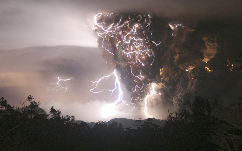 iceland volcano lightning pictures. the Iceland volcano ash
