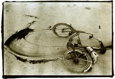 Annie Leibovitz, Bloody Bicycle, Sarajevo 1993